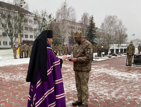 Архієпископи ПЦУ відвідали танкову бригаду і військовий госпіталь