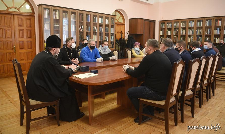 Глава ПЦУ нагородив групу, яка займається спорудженням пам'ятників захисникам України
