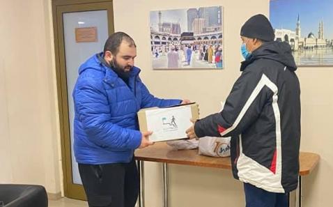 Мусульмани роздали продуктові набори 40 родинам із Дніпра та Кам'янського