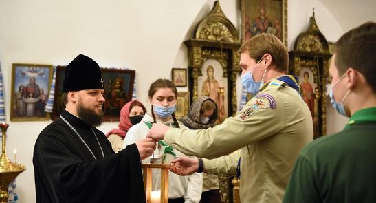 Скаути передали Вифлеємський вогонь миру в Михайлівський Золотоверхий монастир