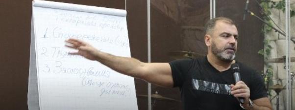 Пастор-депутат зі Львова придбав дві іномарки, але не задекларував жодного доходу