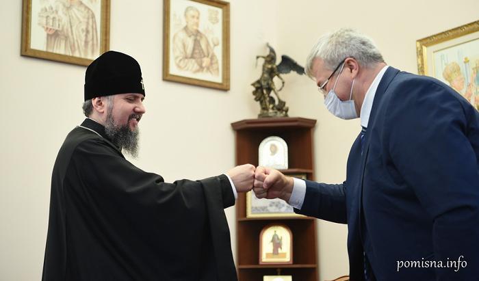 Глава ПЦУ обговорив з послом в Туреччині питання міжрелігійних відносин і нагородив його орденом