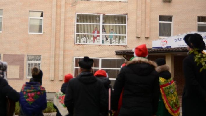 Молоді римо-католики колядували перед лікарнями, пожежними частинами, поліцією Кам'янець-Подільського