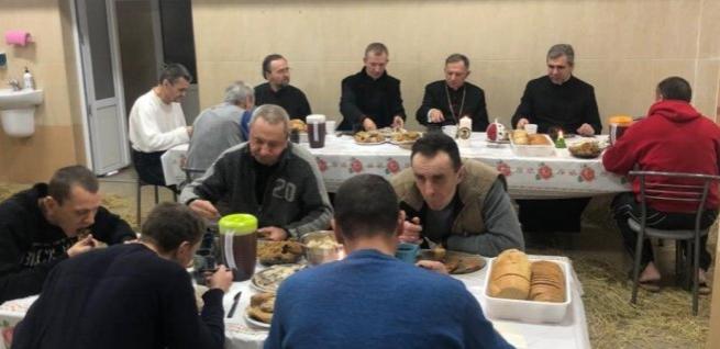 Римсько-католицький архієпископ розділив вечерю з безпритульними Львова