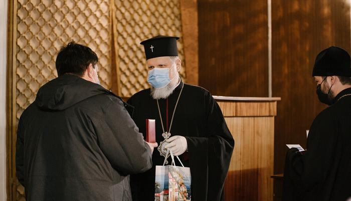 Архієпископ ПЦУ посмертно нагородив медиків, які боролися з пандемією