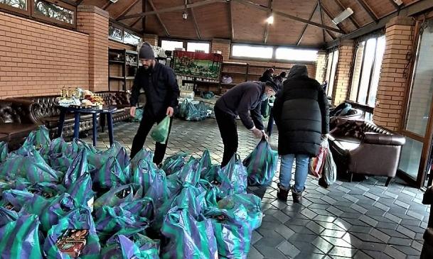 Мусульмани роздали 200 продуктових наборів малозабезпеченим киянам