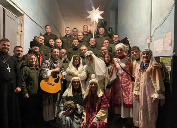 Сьомий рік поспіль молодіжний театр греко-католиків «Сад» відвідав з колядою схід України