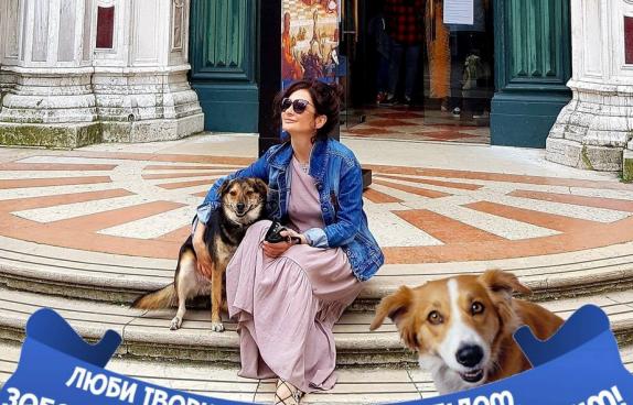 Собаку, над яким познущалися у Львові, прооперували і прихистили в храмі ПЦУ