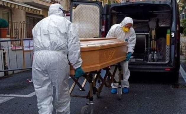 На Тернопільщині чиновник сам відспівував покійника, бо священник злякався і втік