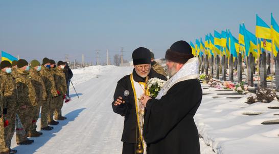 Єпископ ПЦУ очолив у Харкові панахиду за військовими-«кіборгами»