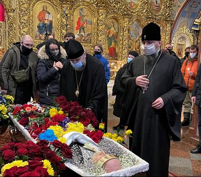 Прощання з режисером Сергієм Проскурнею відбулося у Свято-Михайлівському Золотоверхому соборі