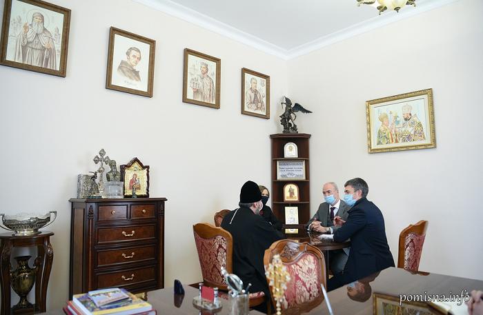 Глава ПЦУ обговорив з послом Франції можливу співпрацю в гуманітарній сфері та наголосив на посиленні санкцій проти країни-агресора