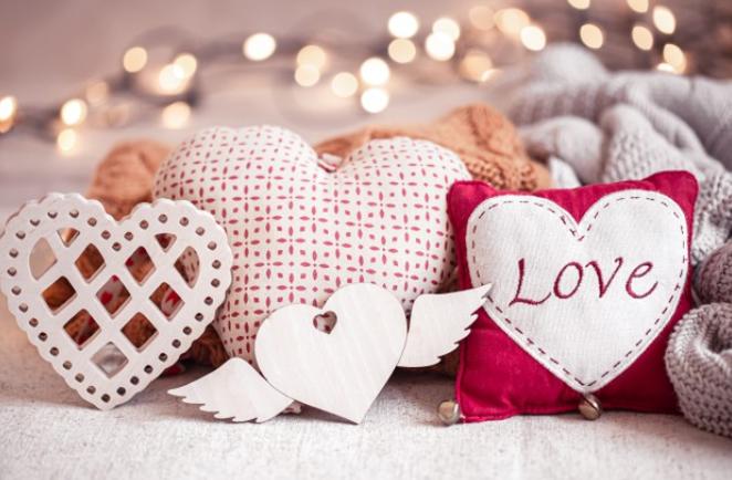 Понад половина опитаних українців святкують День святого Валентина