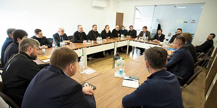 Рада Церков обговорила з парламентарями формування сімейної політики в Україні