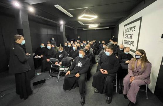 На Тернопільщині та Львівщині відбулися збори молоді і молодих священників УГКЦ, які душпастирюють серед молоді