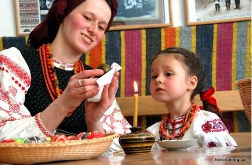 Маленькі українці візьмуть участь у конкурсі «Писанка для Папи»
