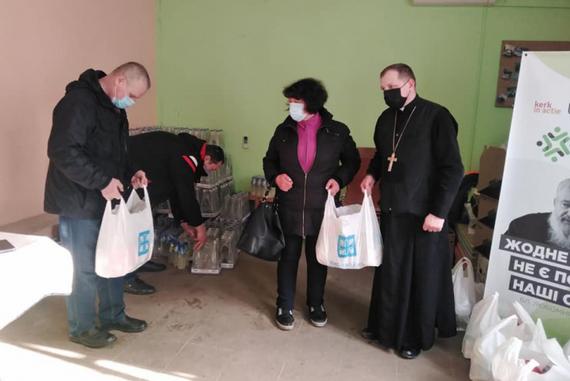 Греко-католики регулярно передають хоспісу у Броварах твердопаливні матеріали для обігріву та продукти