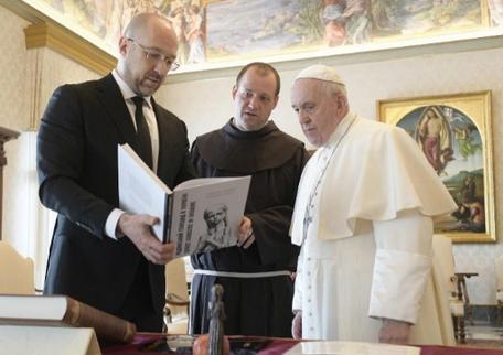 Прем'єр-міністр України і папа Римський обговорили кризу в охороні здоров'я і ситуацію на Донбасі