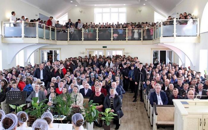 На Рівненщині громада п'ятидесятників відсвяткувала 95-річчя у новому домі  молитви