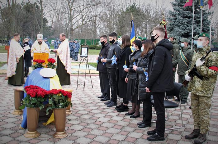 В Одесі єпископ ПЦУ звершив відспівування генерал-лейтенанта прикордонних військ