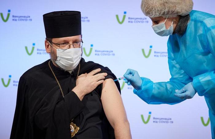 Священнослужителів щепитимуть на другому етапі вакцинації проти COVID-19