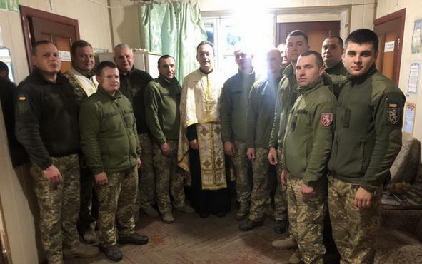Група капеланів УГКЦ проводить духовну місію у зоні бойових дій на Луганщині
