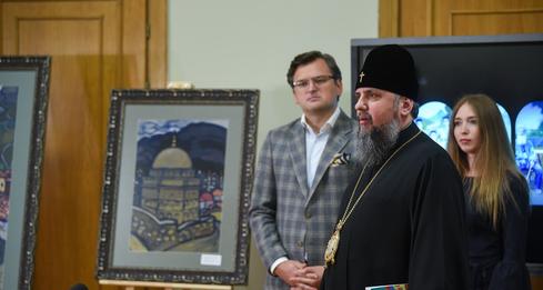 Предстоятель ПЦУ відвідав виставку, присвячену депортації кримськотатарського народу
