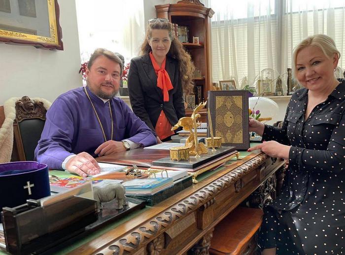 В Україні видали факсиміле київського примірника Мазепинського Євангелія
