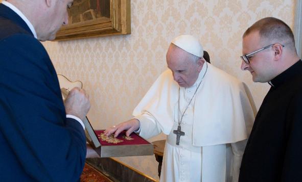 Папа Франциск поблагословив корони для Чернівецької чудотворної ікони Божої Матері