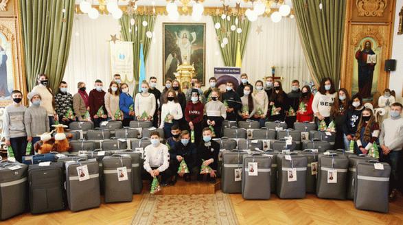 Католики четвертий рік влаштовують проєкт «Валіза у майбутнє» для випускників спецшкіл України