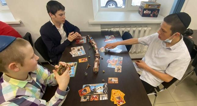 Юдеї Дніпра провели для дітей із сімей групи ризику чемпіонат з настільних ігор