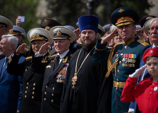 Командувач ЧФ Росії нагородив священників УПЦ (МП) за служіння Росії