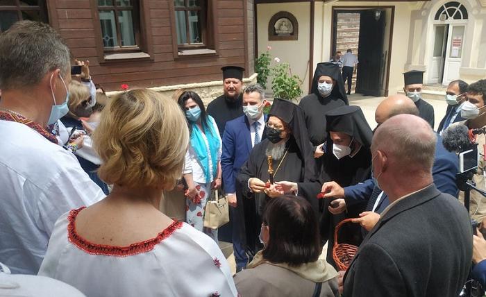 Прочани ПЦУ подарували Вселенськму патріарху ікону з мощами Олексія Карпатського