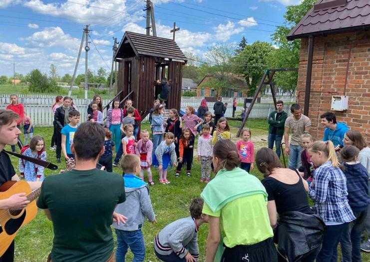 Молоді баптисти влаштували благодійну програму для мешканців сіл біля Чорнобильської зони відчуження