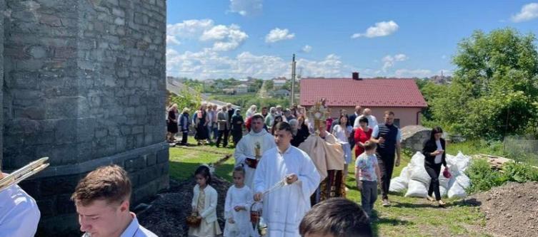 Римо-католики вперше за 80 років відновили євхаристійну ходу в селі на Тернопільщині