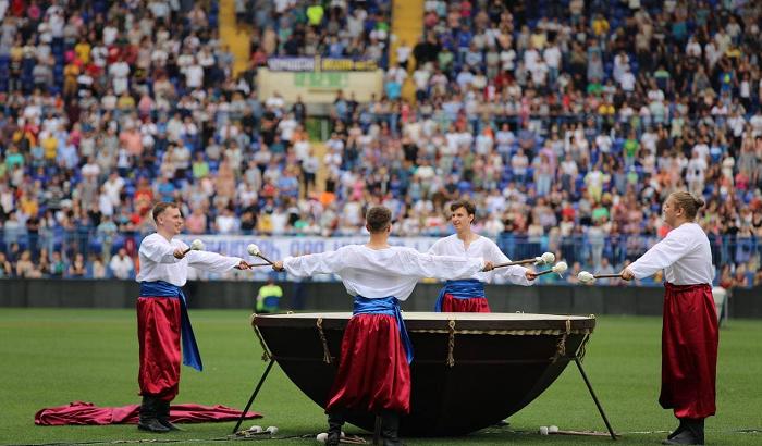 Рух «Нове покоління» зібрав на стадіоні в Харкові 27 000 християн на молитву за Україну