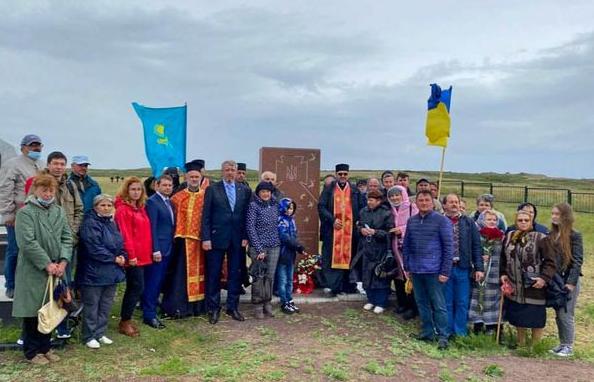У Казахстані освятили пам'ятний знак «Синам і дочкам України, замученим у важкій неволі»