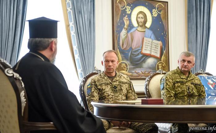 Предстоятель ПЦУ обговорив з командувачем Сухопутних військ ЗСУ співпрацю духовенства і військових