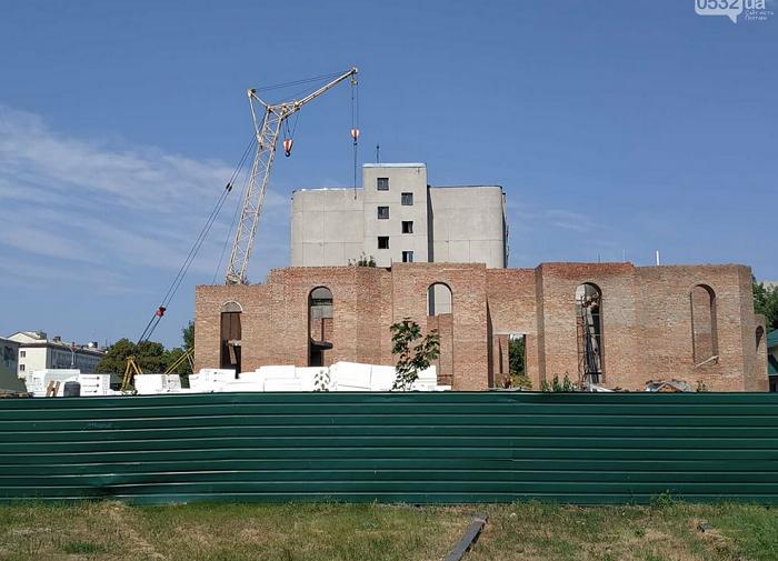 У Полтаві відновили будівництво 5-купольної церкви УПЦ (МП)
