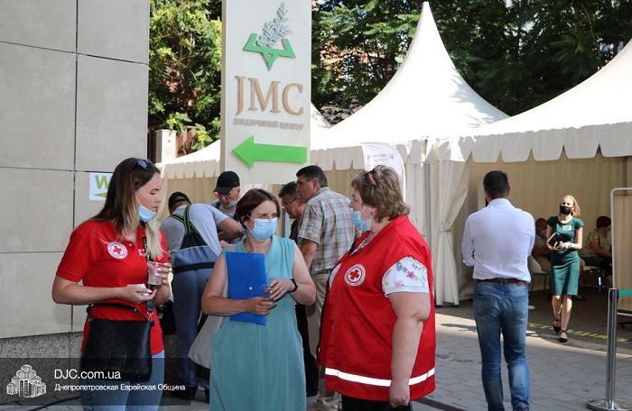 Єврейський центр вакцинації у Дніпрі відвідала група медиків