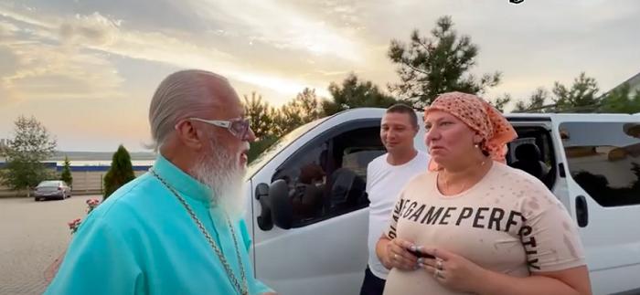 Багатодітна сім'я волонтерів УПЦ (МП) отримала в дар автомобіль від диякона-депутата Вадима Новинського