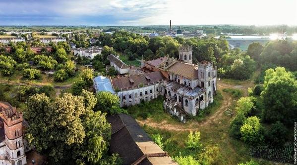 На Житомирщині судяться за палац Терещенків, який приватизував монастир УПЦ (МП)