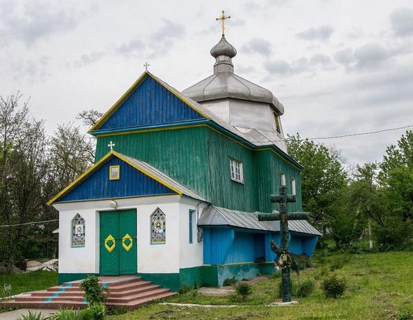 Старовинну церкву на Хмельниччині просять передати у власність громади