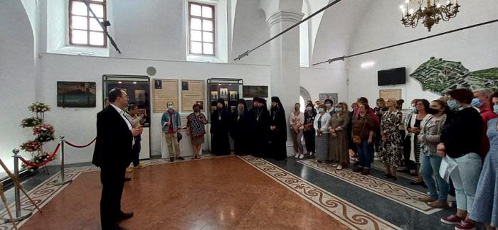 У Києво-Печерській лаврі відкрили виставку «Нашого Печерського саду ці грона і квіти»