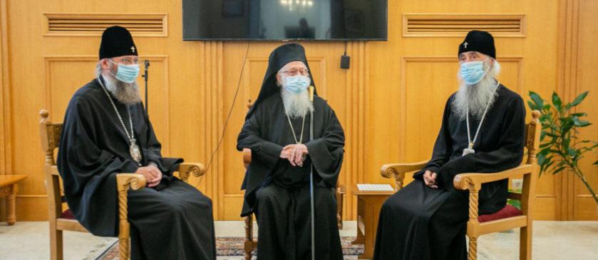 Делегація УПЦ (МП) презентувала главі Албанської Церкви переклад його книги