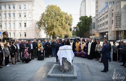 Ієрархи ПЦУ освятили пам'ятний знак на місці майбутньої скульптури Івану Франку в Києві