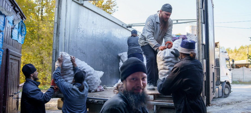 Віряни УПЦ (МП) передали 100 тонн гуманітарної допомоги до Святогірської лаври