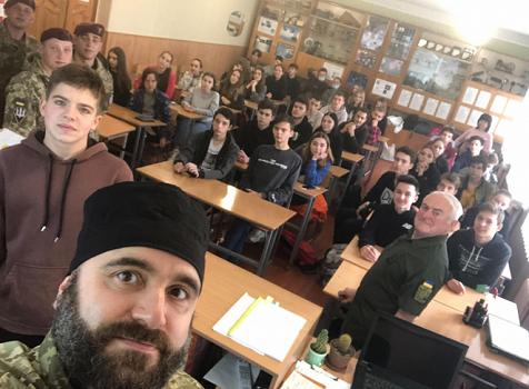 Військовий капелан УГКЦ та бійці провели зустріч зі школярами Полтави