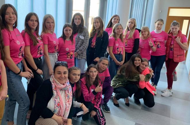 В Українському католицькому університеті стартувала програма для дівчат-підлітків, які опинилися у складних життєвих обставинах