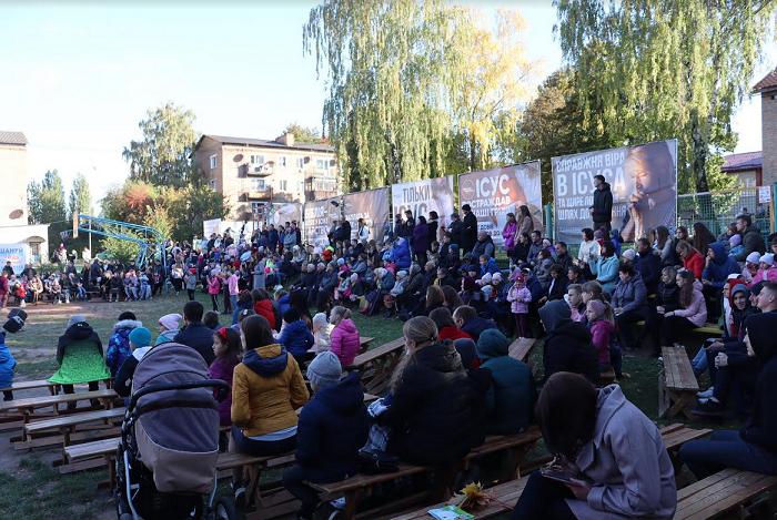 На Рівненщині протестанти зібрали 400 селян на Свято подяки